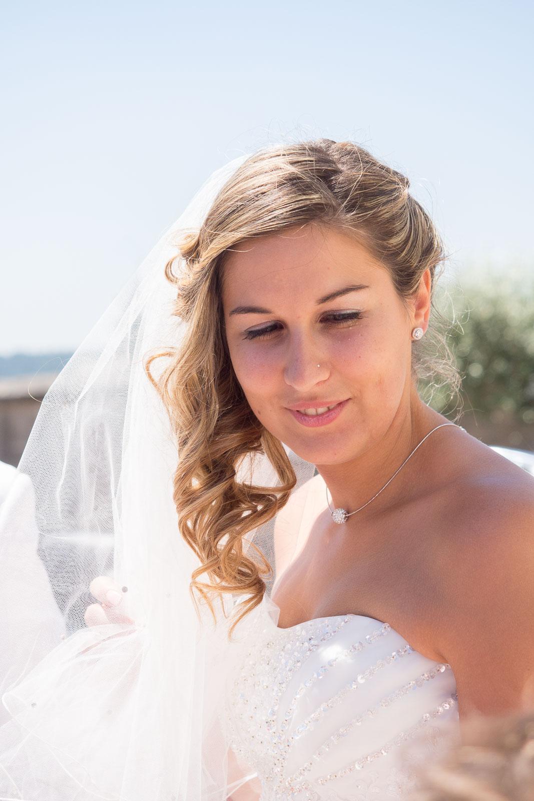 Portrait de la mariée sous le soleil du portugal