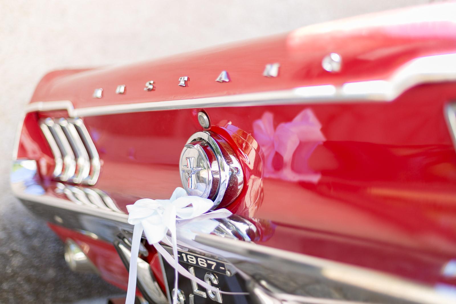 Mustang 1967 rouge et chromes. voiture de mariage portugal