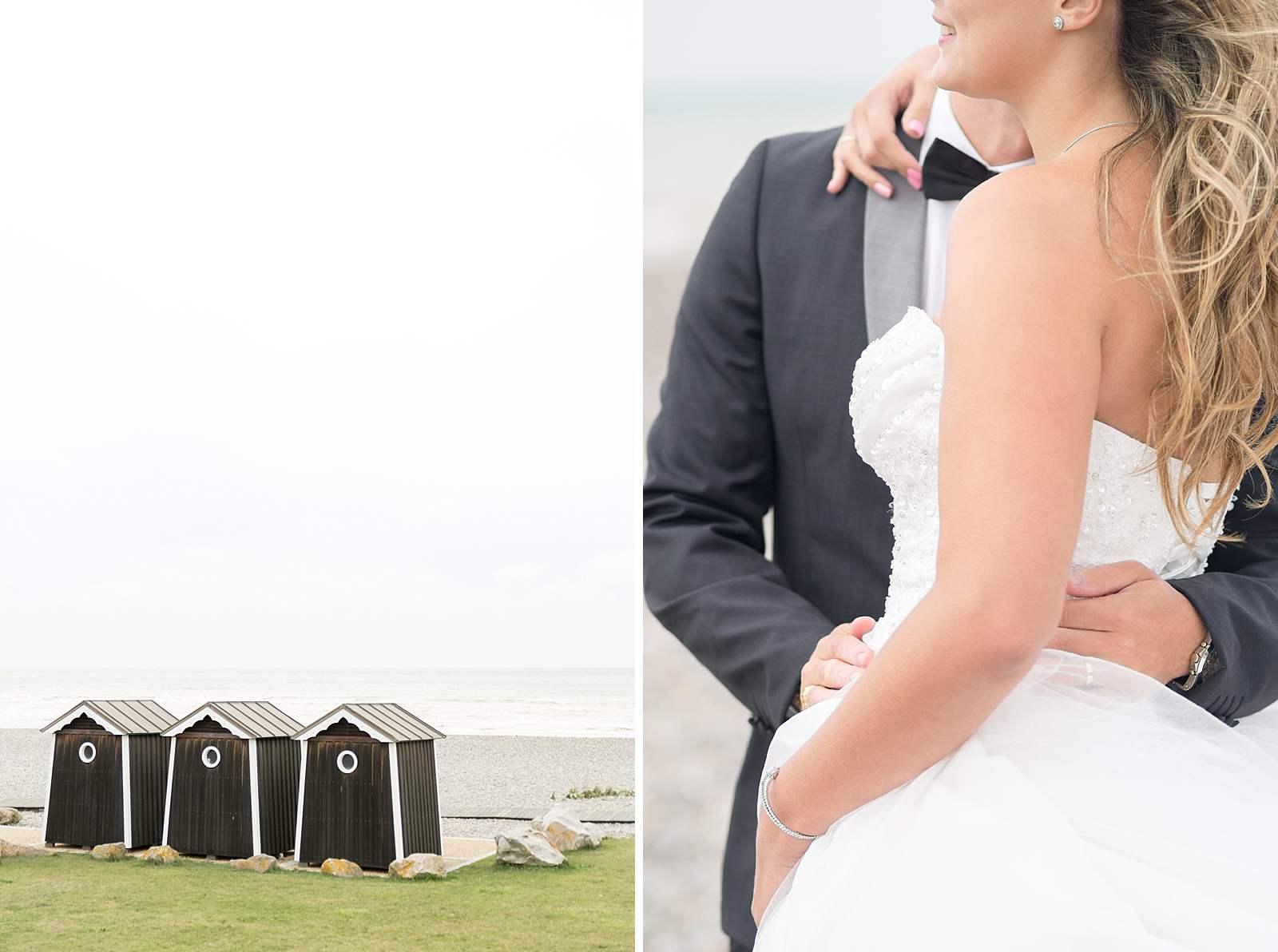 Séance photo de mariage sur la plage de varengeville-sur-mer. Vue des cabine en bois au bord des galets.