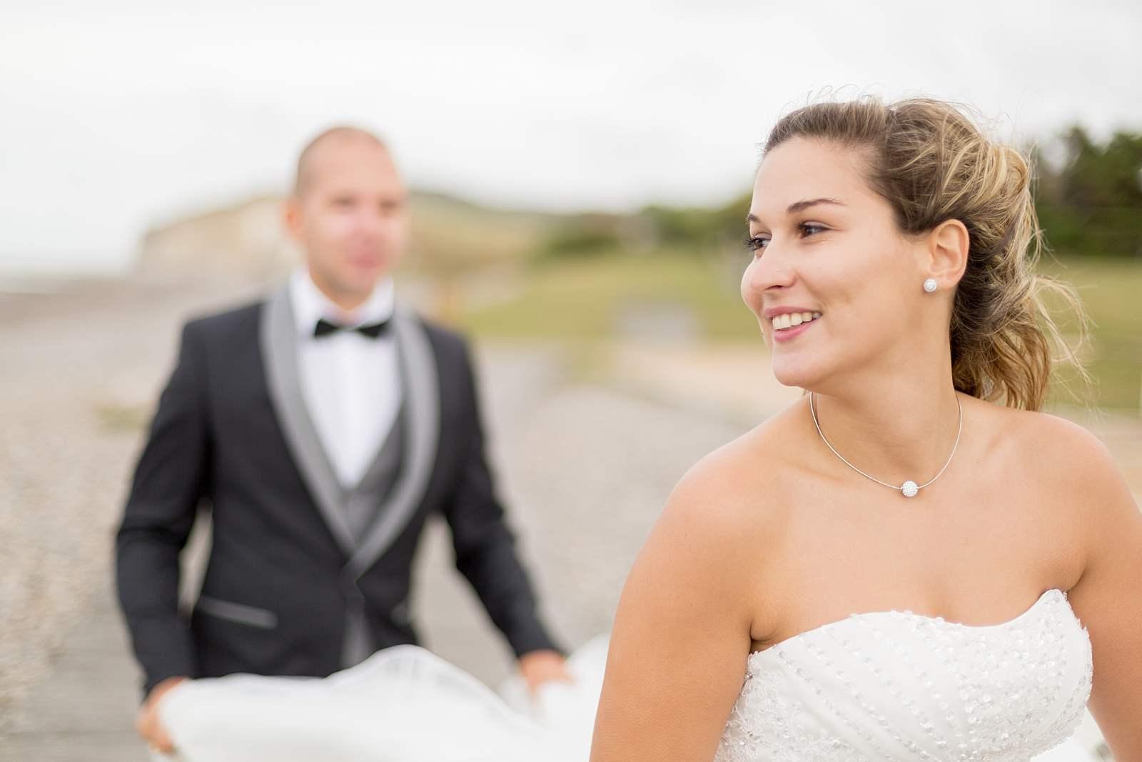 mariée les cheveux au vent, photographie de mariage varengeville sur mer