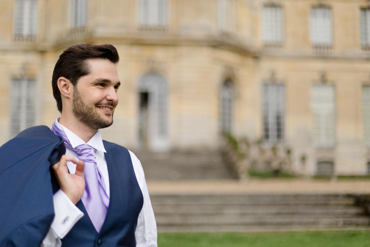 Portrait mariage homme, lavallière parme, mariage château de Champlâtreux