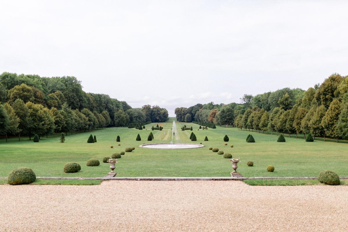 vue des Jardins Château Champlâtreux France. photographe domaine de mariage essonne yvelines