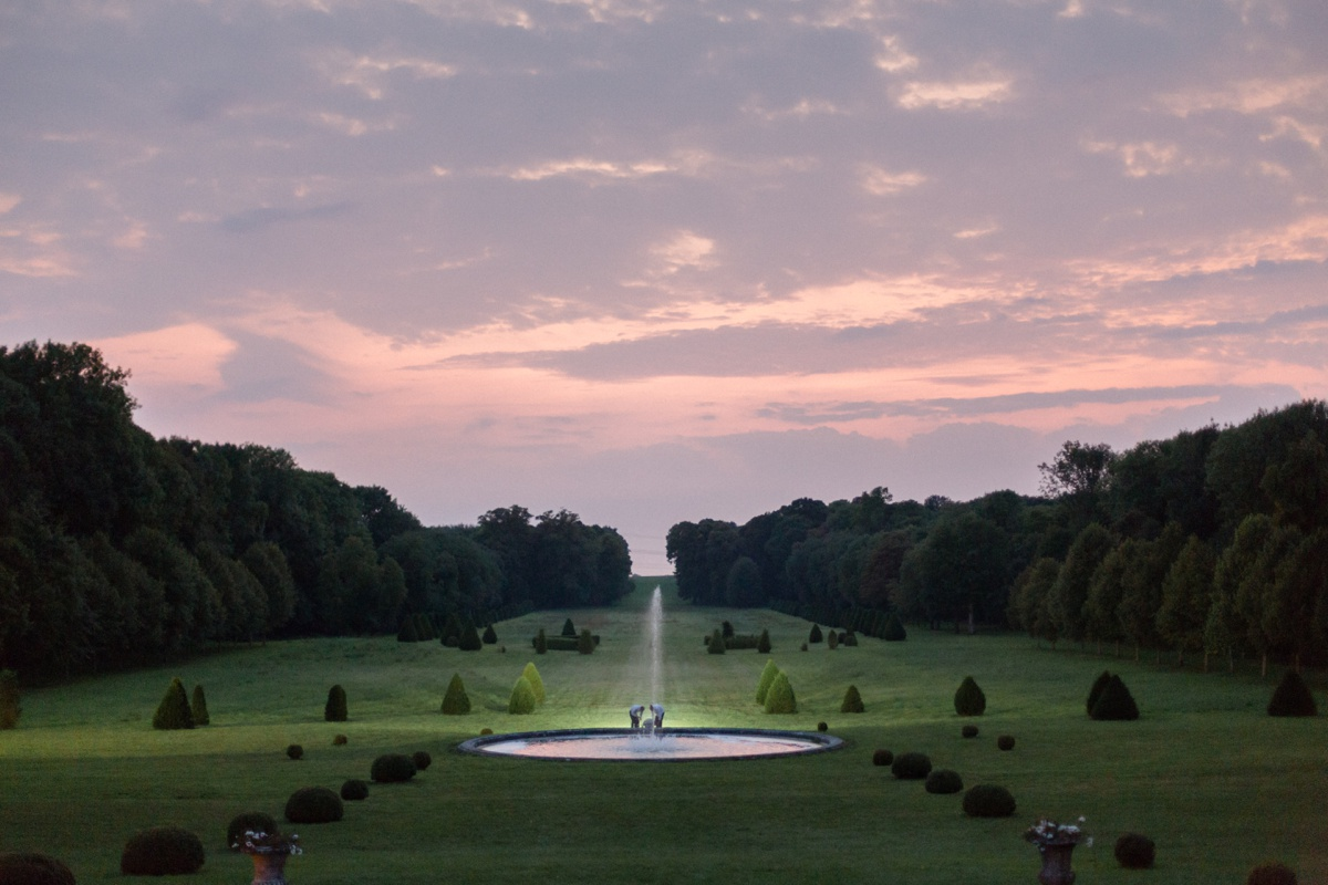 Coucher de soleil jardin château champlâtreux fontaine
