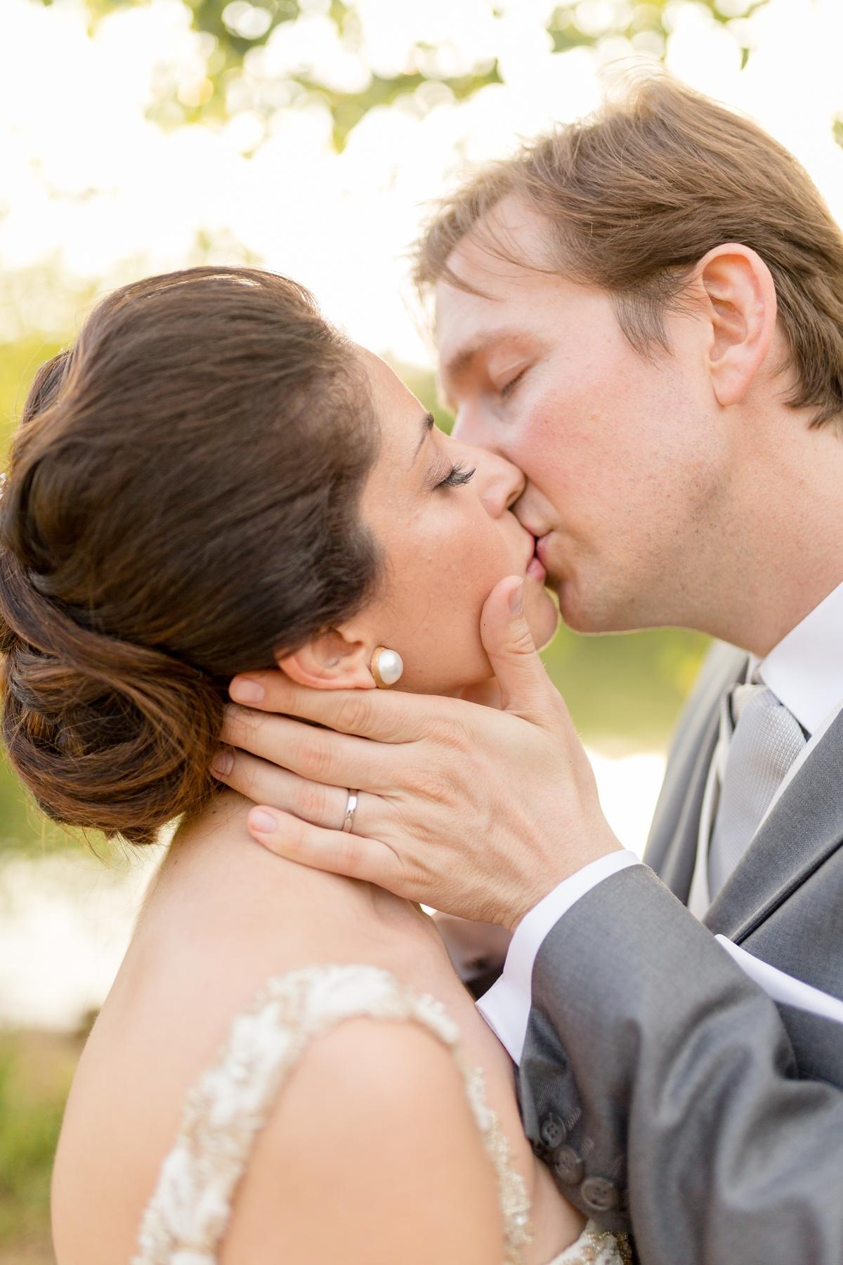 lovers kiss bride groom