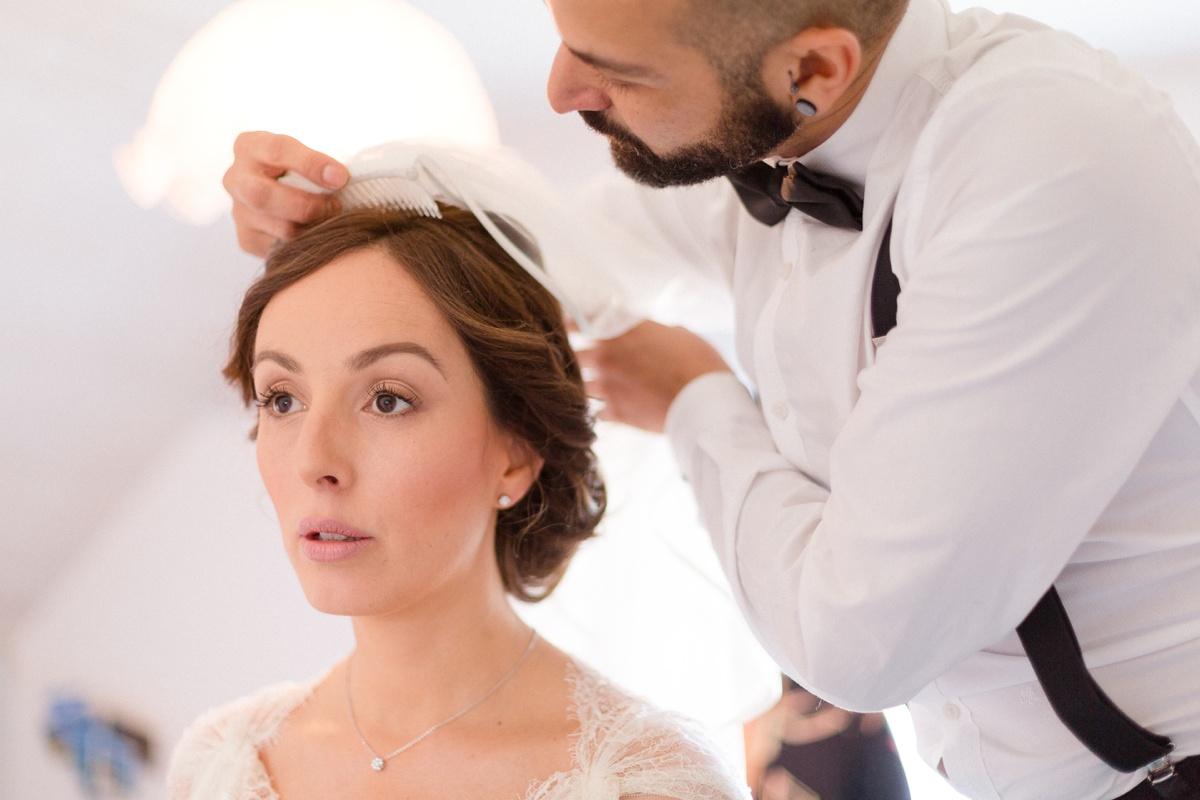 La pose du voile de la mariée