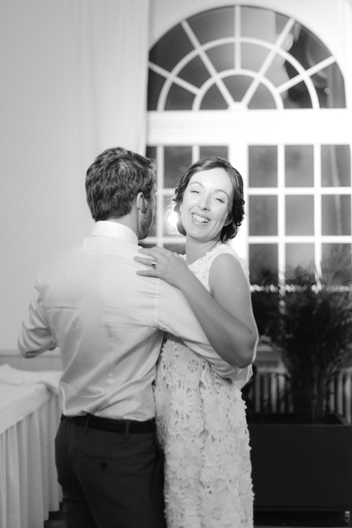 Le sourire de la mariée lors de la première danse