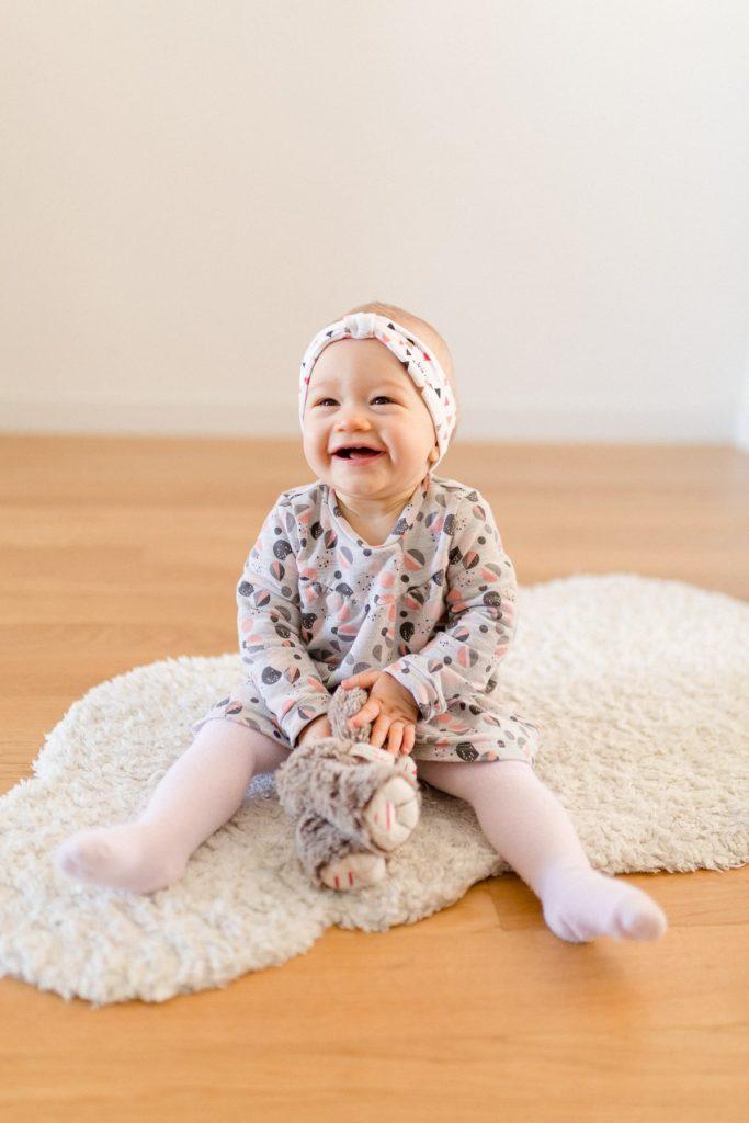 portrait d'enfant heureux en seance famille a palaiseau